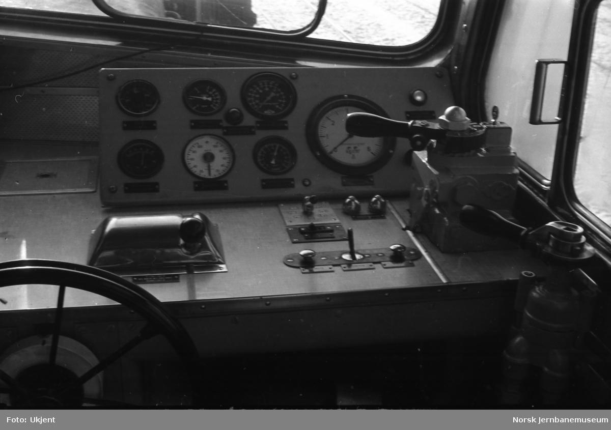 Diesellokomotiv Di 2 804 - førerbord
