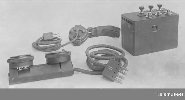 Felttelefonapparat, liten modell 1915. Elektrisk Bureau.