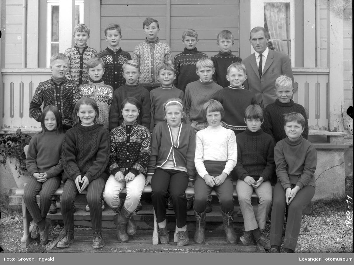 Skolebilde fra folkeskolen.  Stiklestad skole.