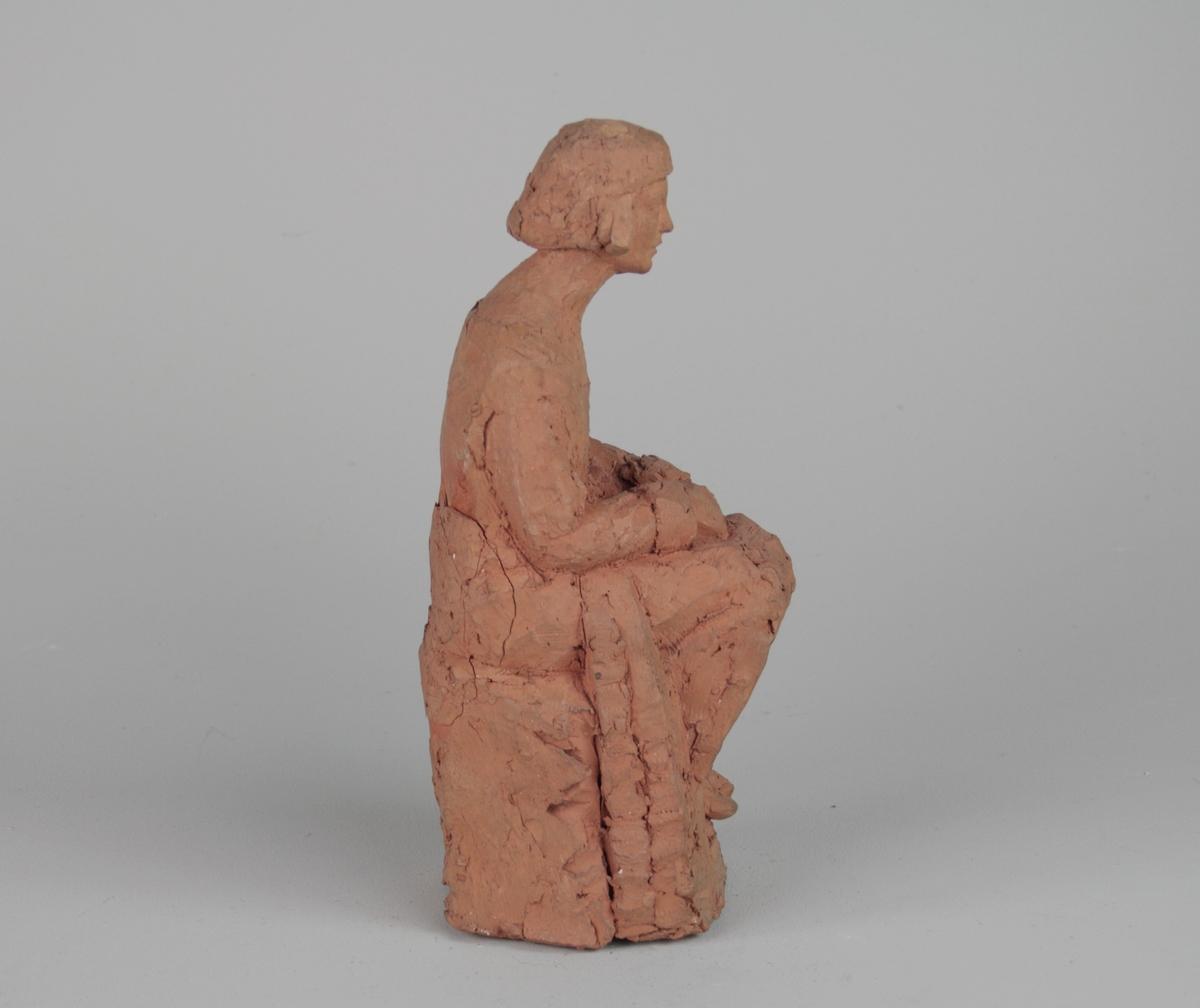 Sittande kvinna