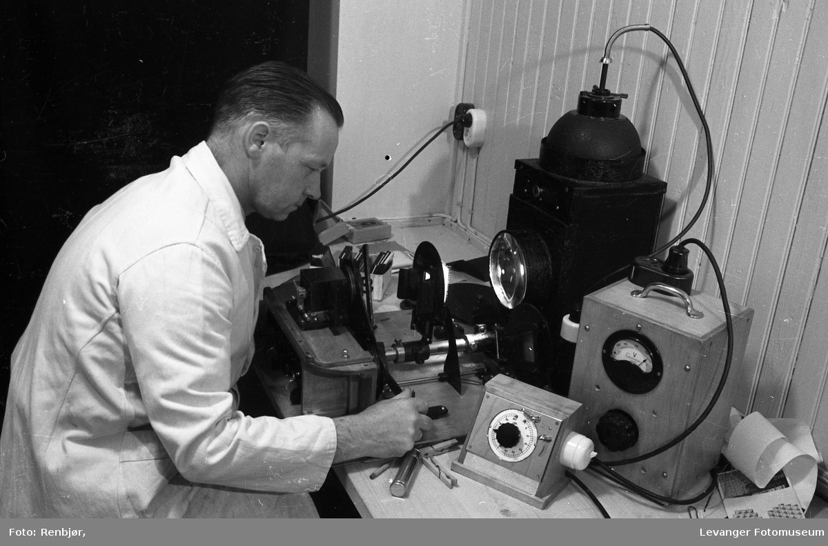 Renbjørs fotolab, apparat for filterbestemmelse