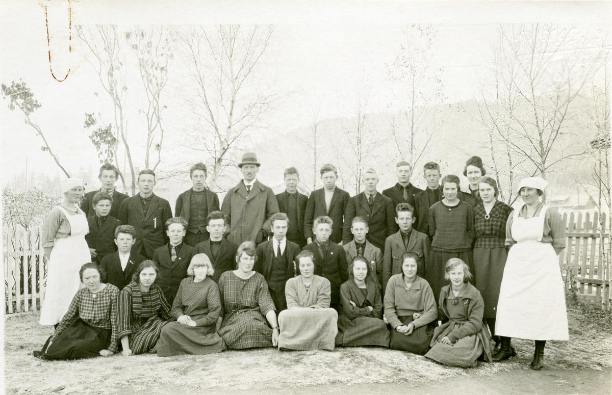 Elever og lærer ved Vestoppland folkehøgskule.