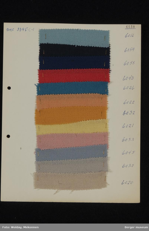 Ark med 12 prøver Drakt/kjole Kvalitet 6538 Stykkfarget