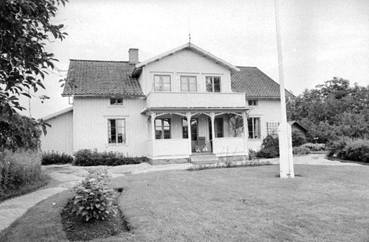 Bildtext: Mölltorps socken. Vadsbo härad. Västergötland. Länsmansgården. Manbyggnad.