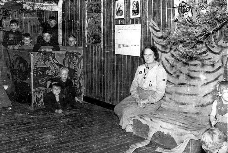 2002-03-20,AS. Thure Elgåsen. f. 1910. d. 6/9-1985. Tivedenkännare, konsthant-verkare, scoutledare och hembygdsföreningsman.I övrigt se personarkiv i Västergötland museum.