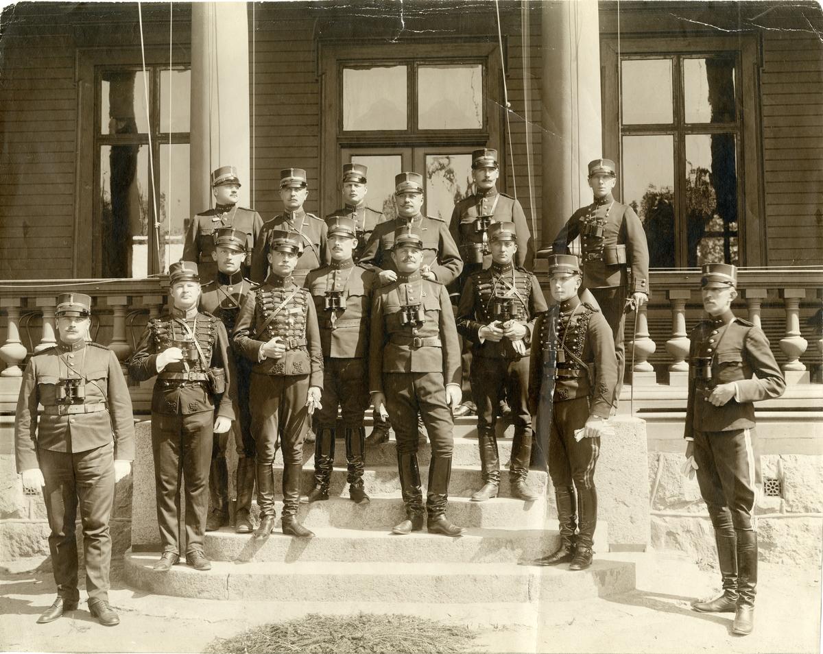 Grupporträtt av officerare vid Upplands artilleriregemente A 5 på Marma skjutfält, omkring 1895-1905.