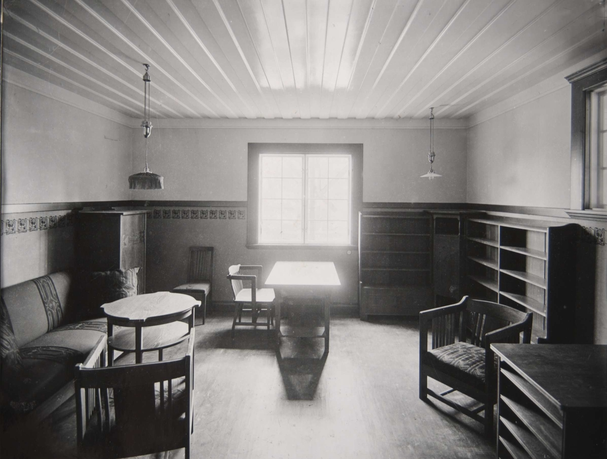 Interiör från Pressens villa, Källvägen 2, Saltsjöbaden, Nacka.  Herrummet. Arkitekt Carl Westman, 1902.