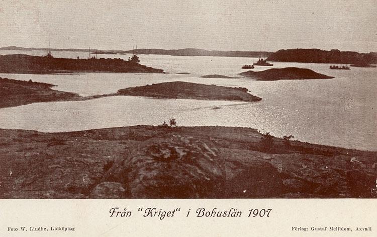 """Enligt Bengt Lundins noteringar: """"Från """"kriget"""" i Bohuslän 1907. Anfallsstyrka från havet""""."""