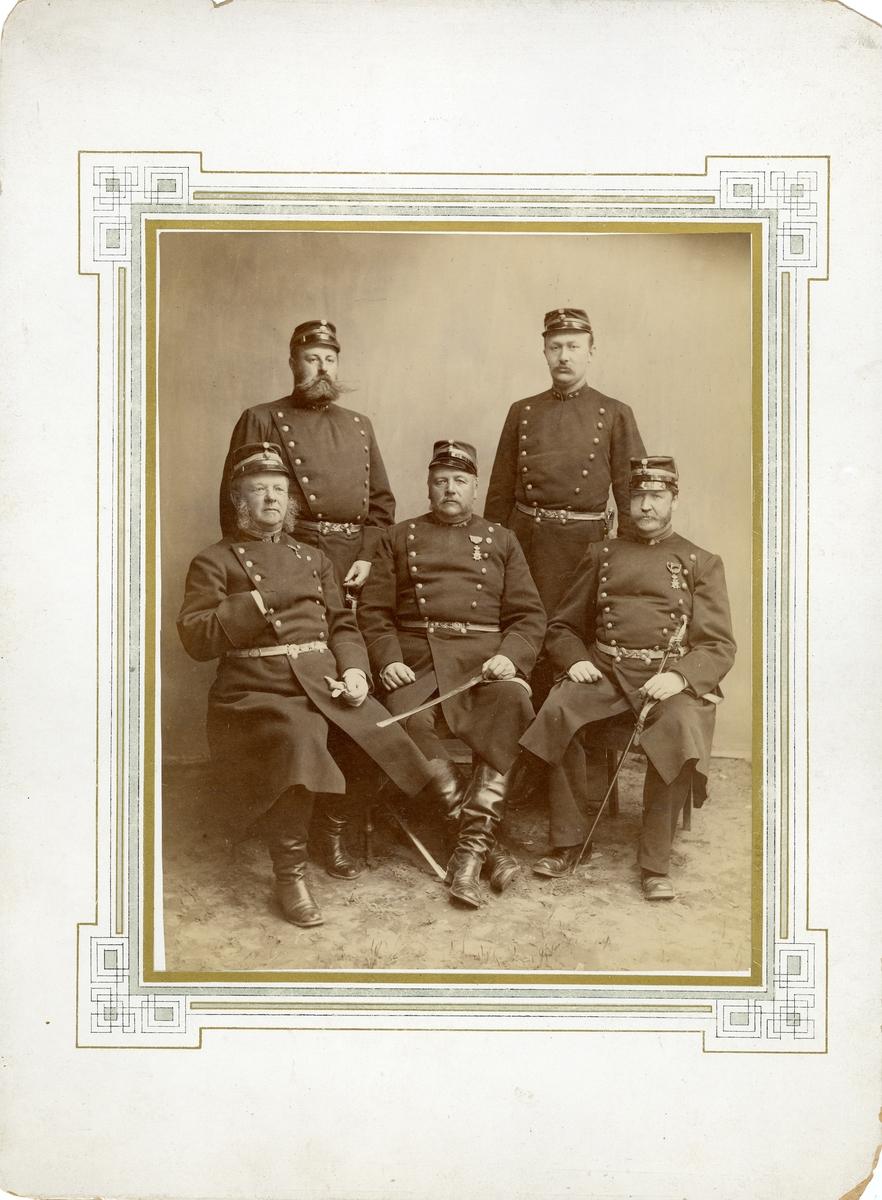 Grupporträtt av officerare vid Södermanlands regemente I 10. För namn, se bild nr. 3.