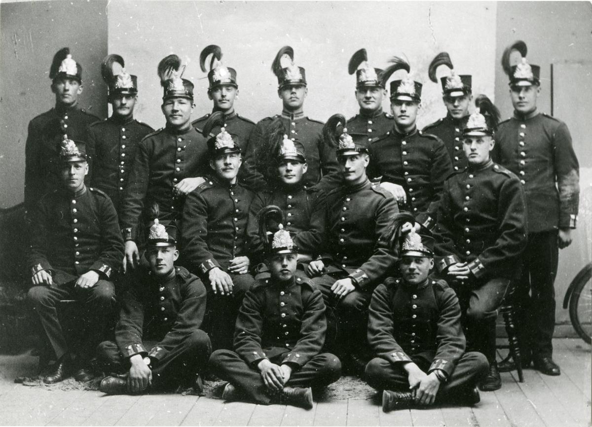 Grupporträtt av soldater vid Södermanlands regemente I 10.