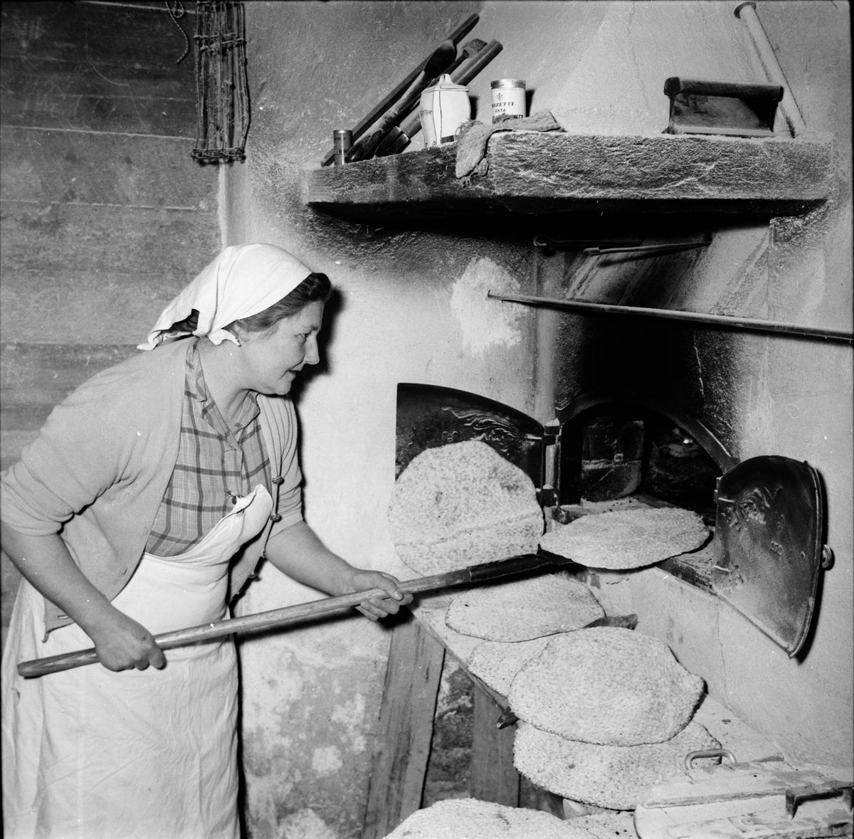 Bakerska Maria Persson. Ovanåkersbröd. Edsbyn december 1956.