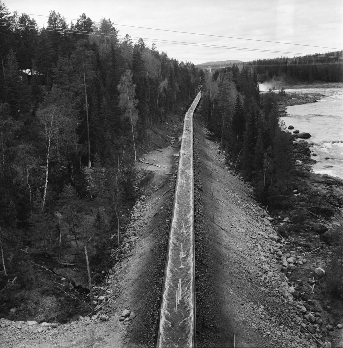Forsen och flottningsrännan vid Laforsen. Bilden tagen från nya landsvägsbron.