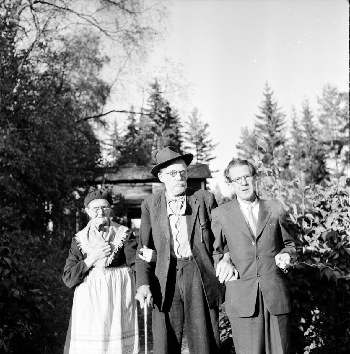 Svensson Olle, Gustafsfors,Hå, Med föräldrar och syskon, 1955