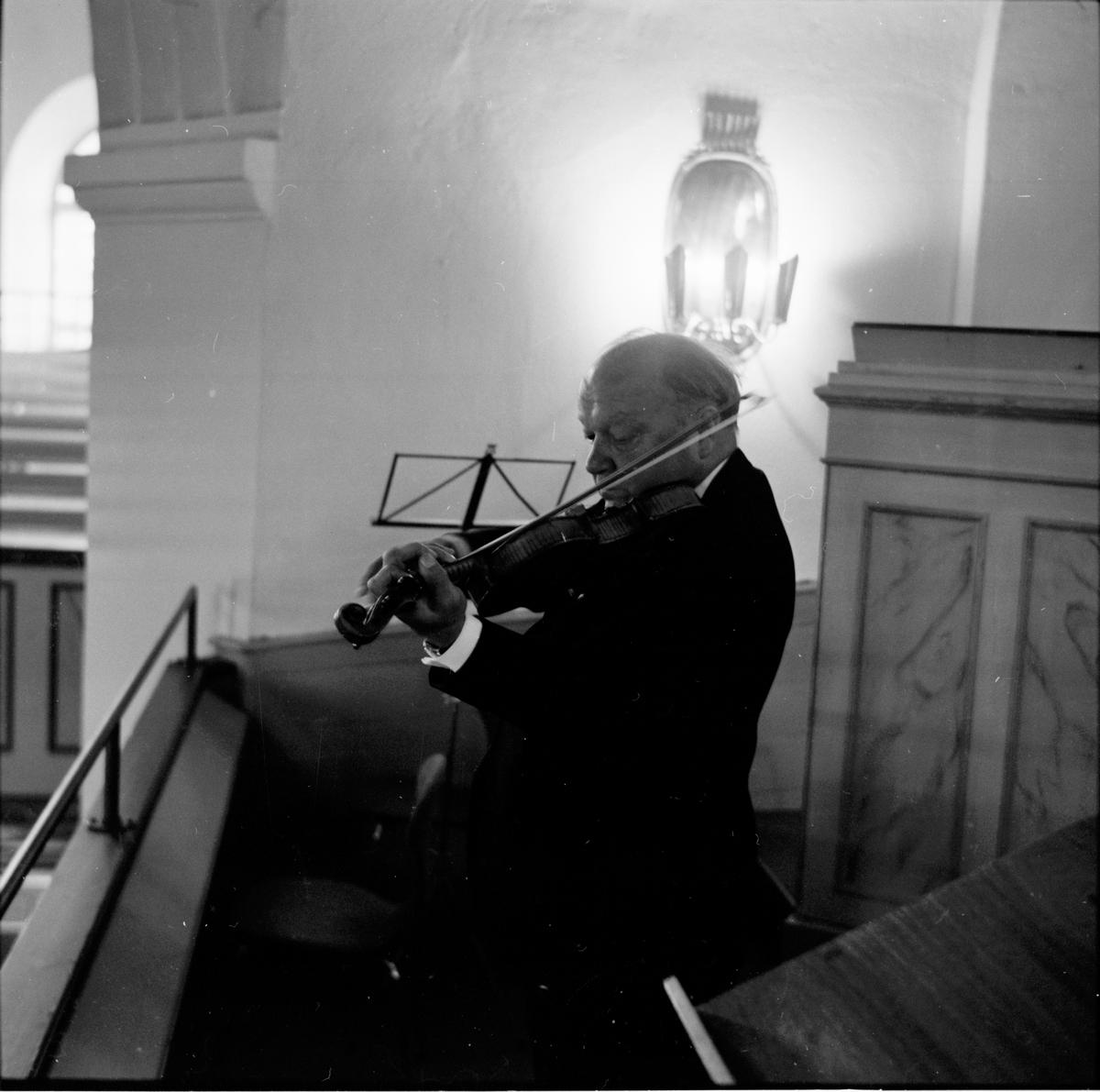 Stig Östs jordfästning i Bollnäs kyrka. 9/9-1966