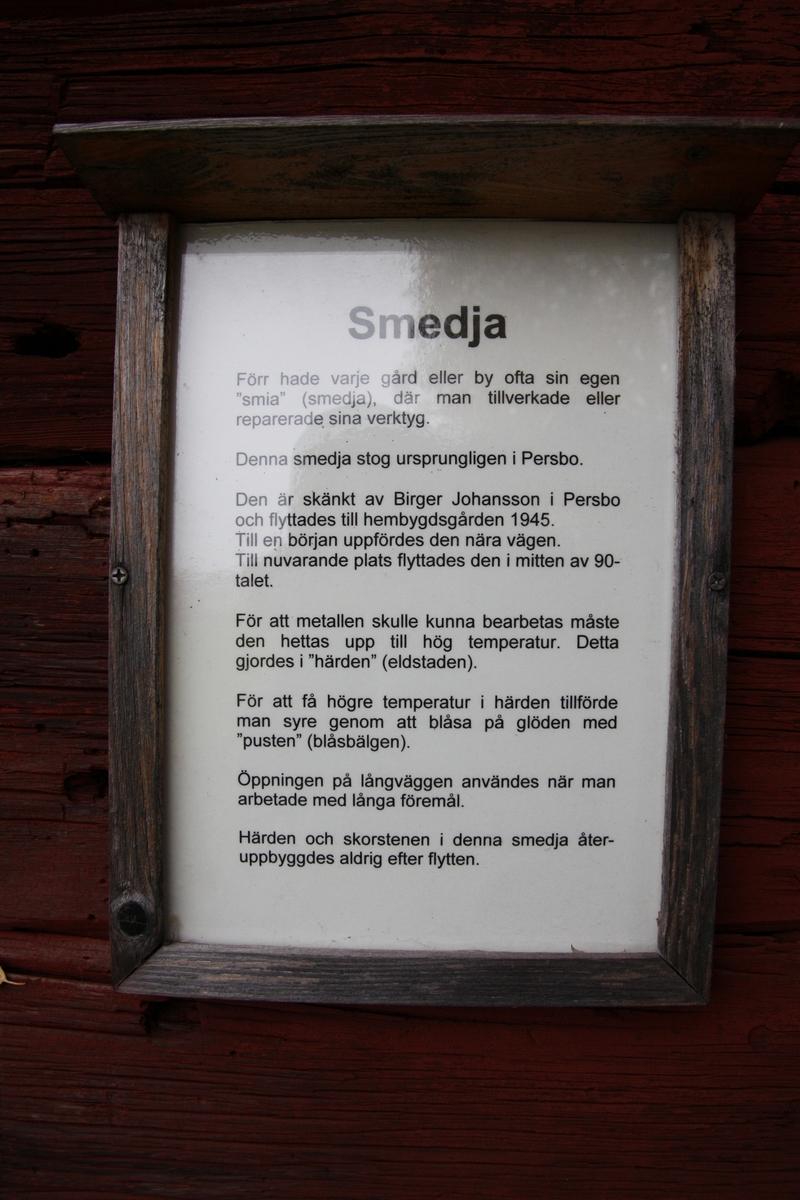 Smedja vid Huddunge hembygdsgård, Prästgården 1:1, Huddunge socken, Heby kommun, Uppsala län 2014