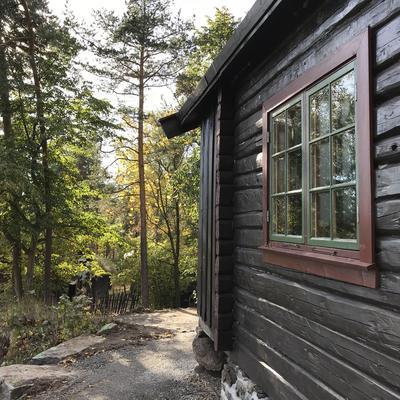 DNT-hytta Hovinkoia i Friluftsmuseet på Norsk Folkemuseum, høsten 2017.