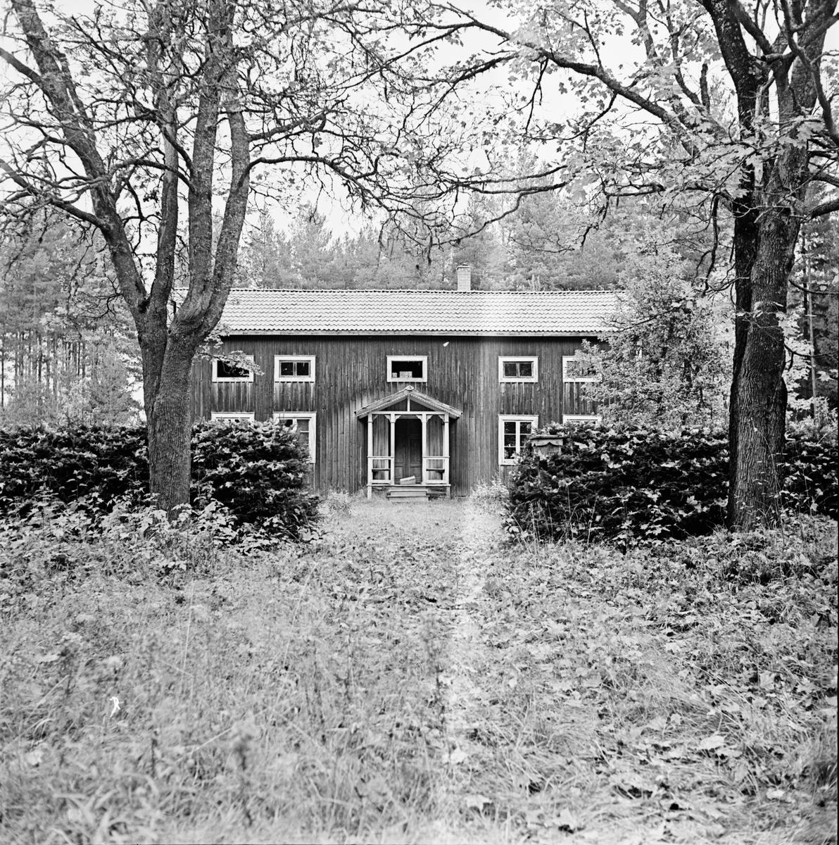 Snaten en ödegård. Oktober 1972