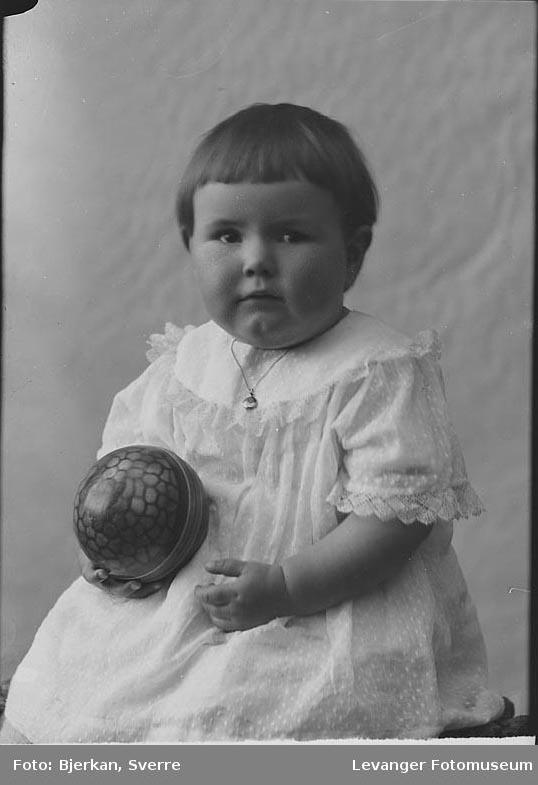 Portrett av missjonspres Smedby's barn.
