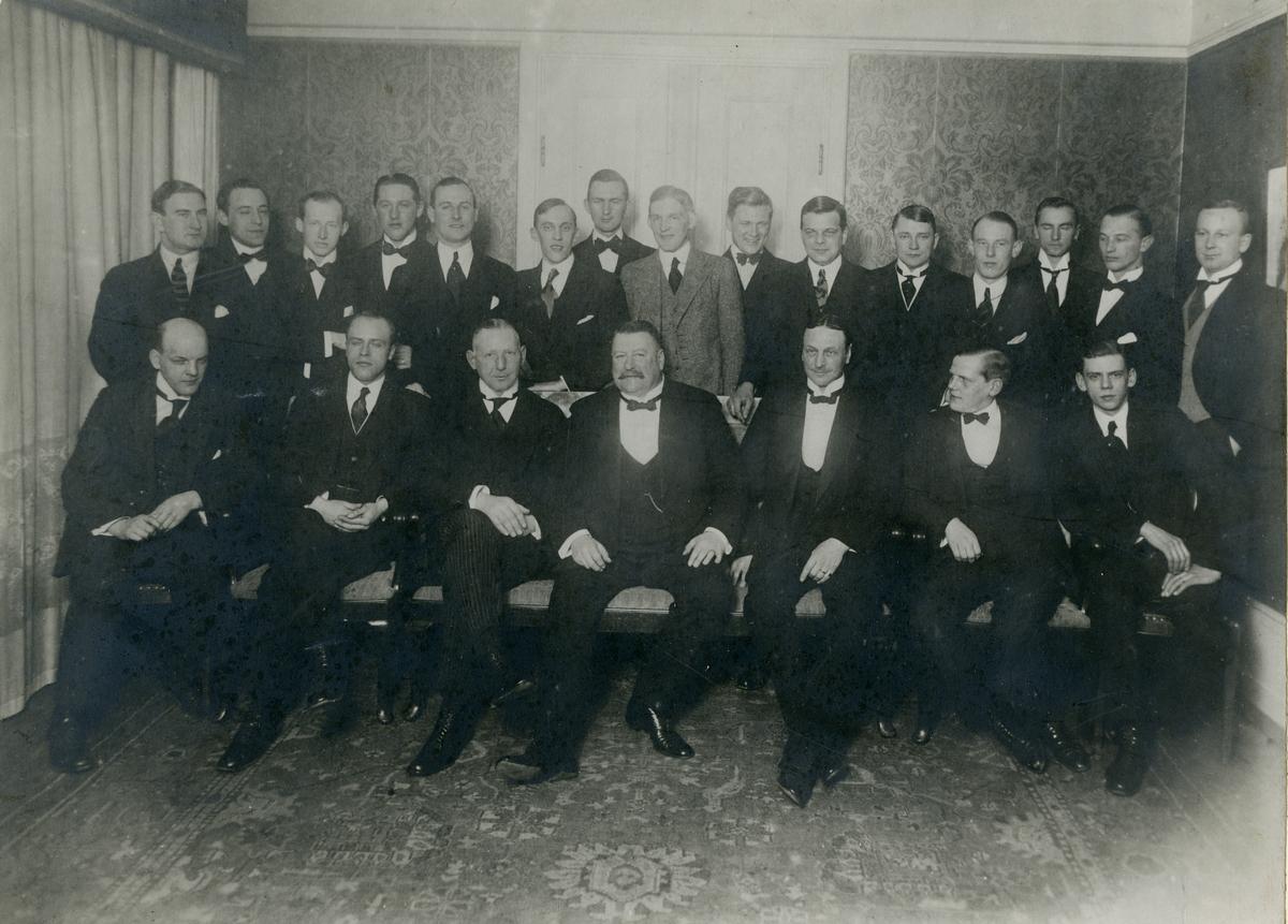 Grupporträtt av officerare från livkompaniet vid Göta livgarde I 2, 1914. för namn, se bild nr. 3.