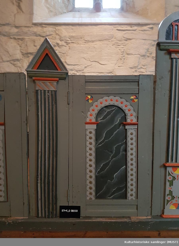 Bemalte felter med abstrakt mønster og ornamenter