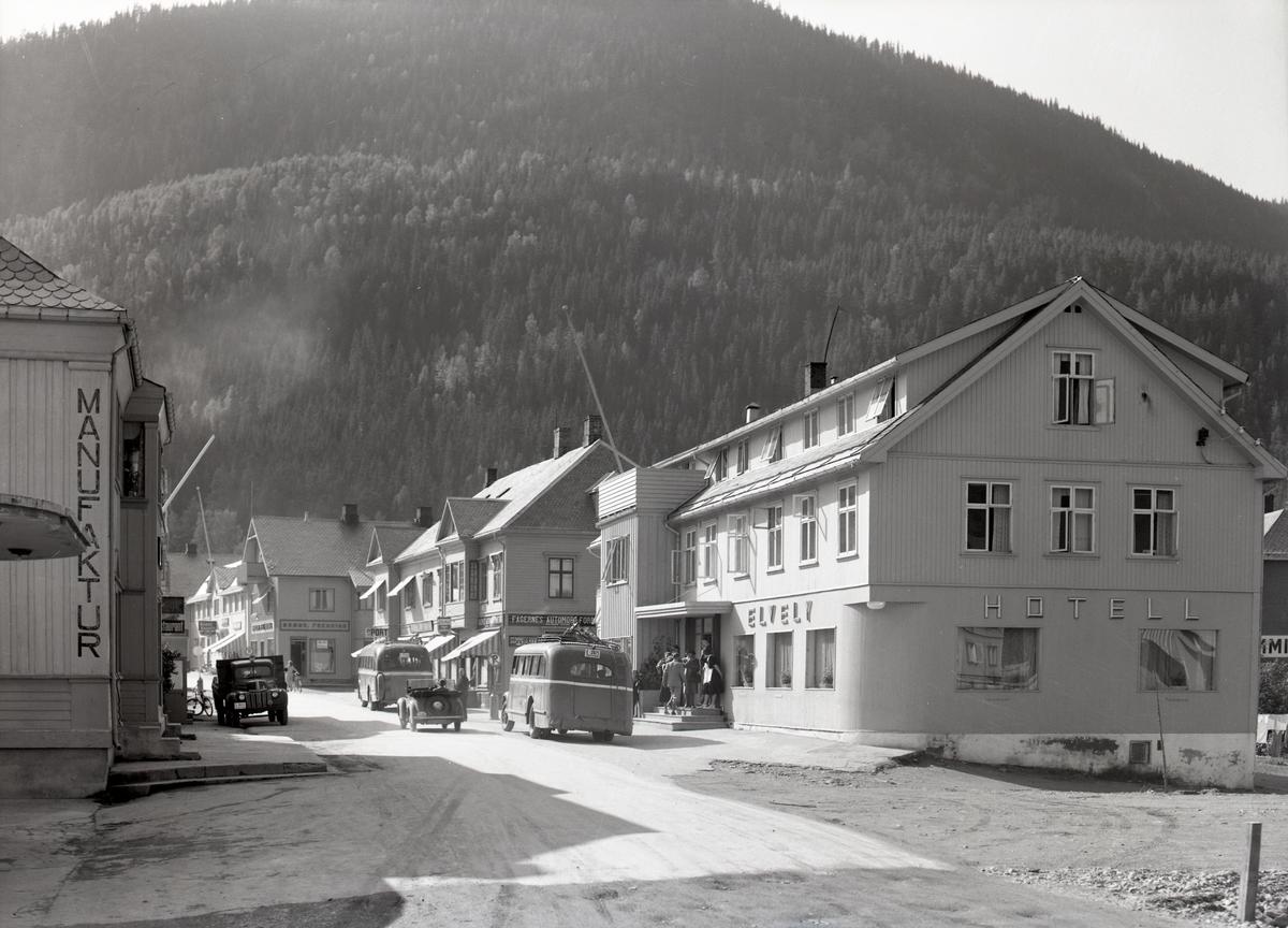 Fagernes sentrum med Elvely hotell.