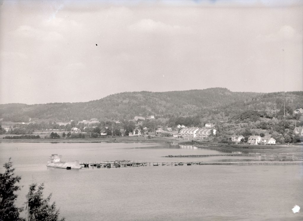 Ljungskileviken med cementbåten Linnea som vågbrytare