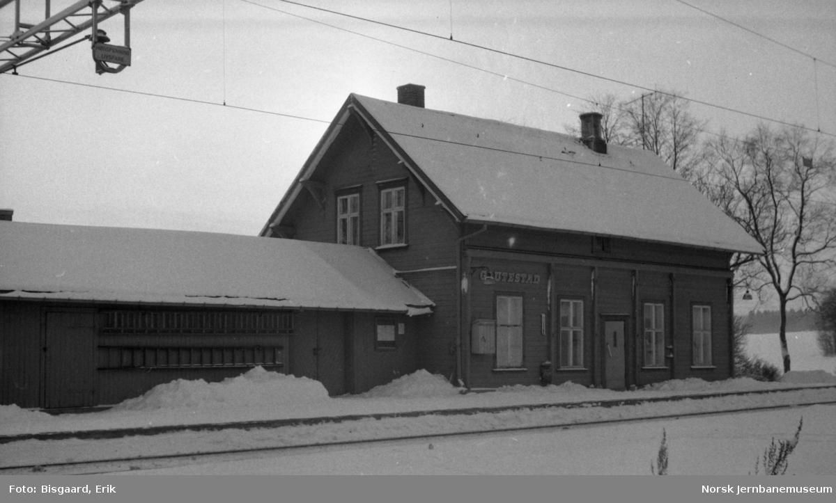 Stasjonsbygningen på Gautestad tidligere stasjon, senere holdeplass