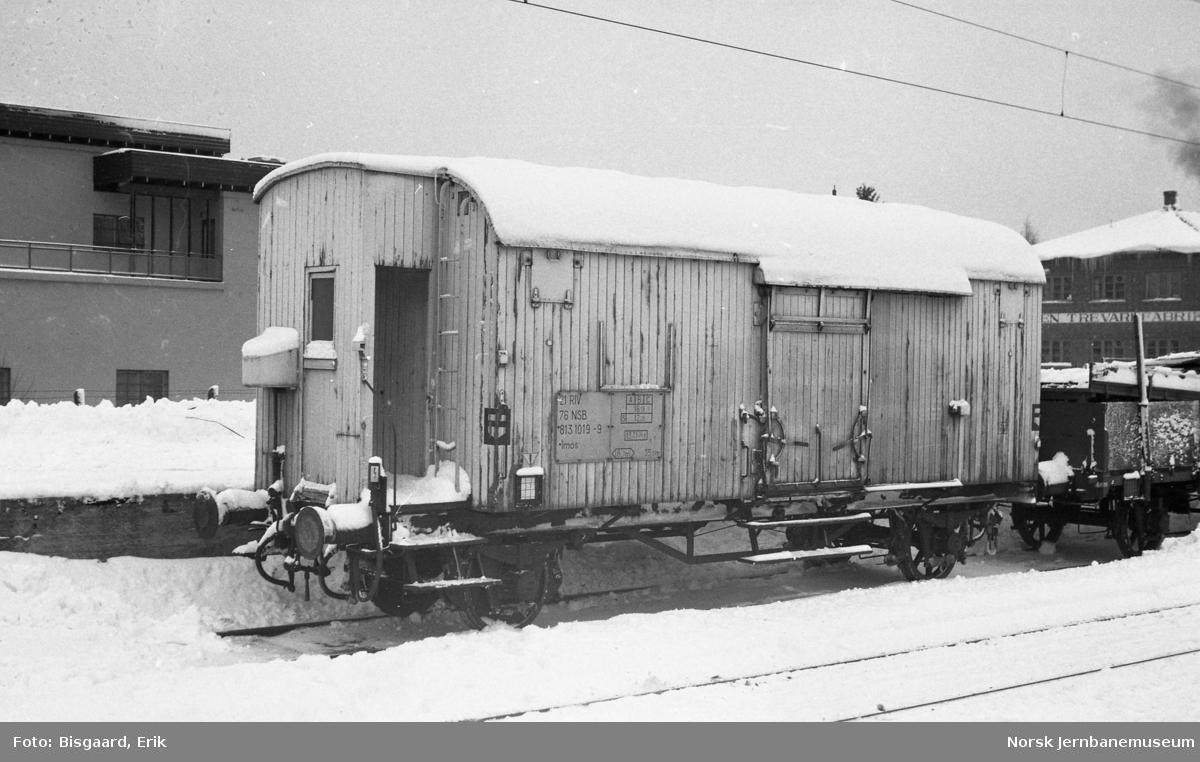 Kjøle- og varmevogn litra Imos nr. 813 1019 på Mysen stasjon