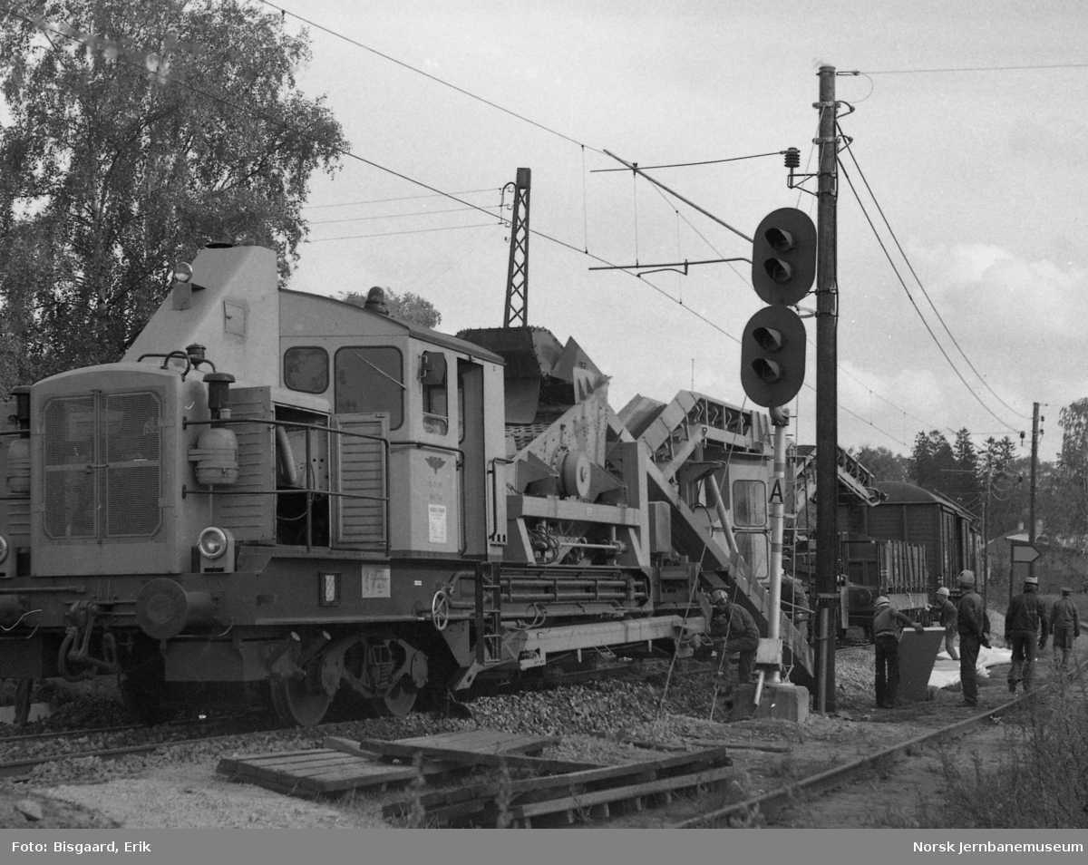 Ballastrenskeverk i arbeid ved Askim stasjon
