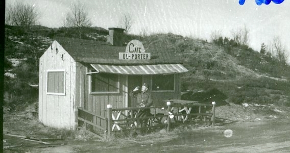 "Målkuliss ""Cafeet"" i Skillingaryd."