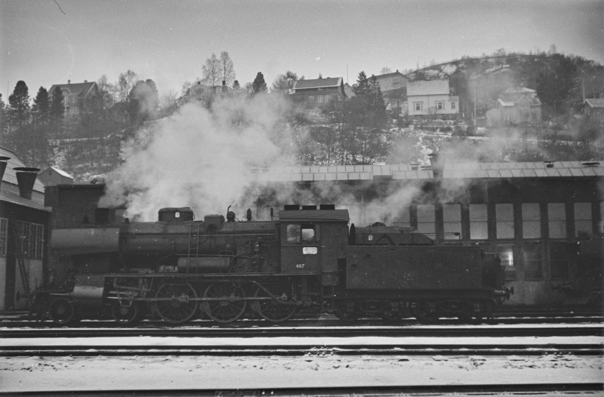 Damplokomotiv type 30c nr. 467 ved lokomotivstallen på Marienborg.