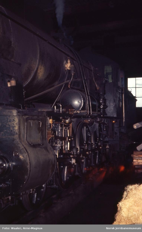Damplokomotiv type 30b nr. 362 i lokomotivstallen på Røros stasjon