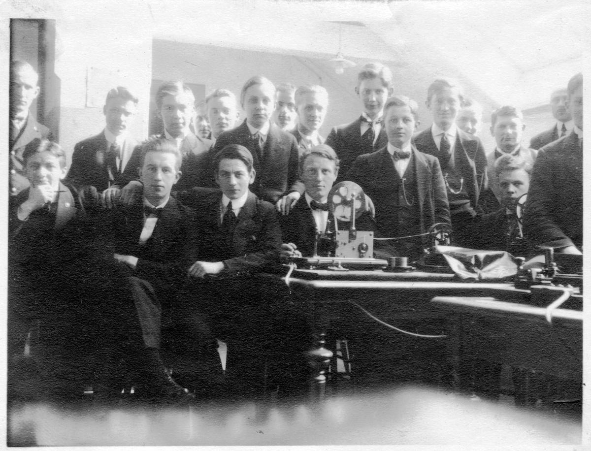 Elever på Jernbaneskolen.