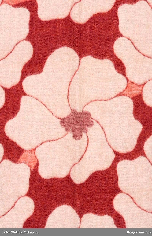 Store blomster. Anemoner. Retro 70-talls. (Pleddet er ikke merket)