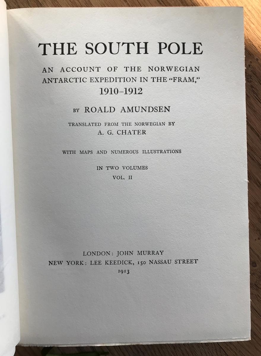 Bok. Amundsen, R.: The South Pole I-II. London 1913. Grønt bind, brun rygg, gulldekor.