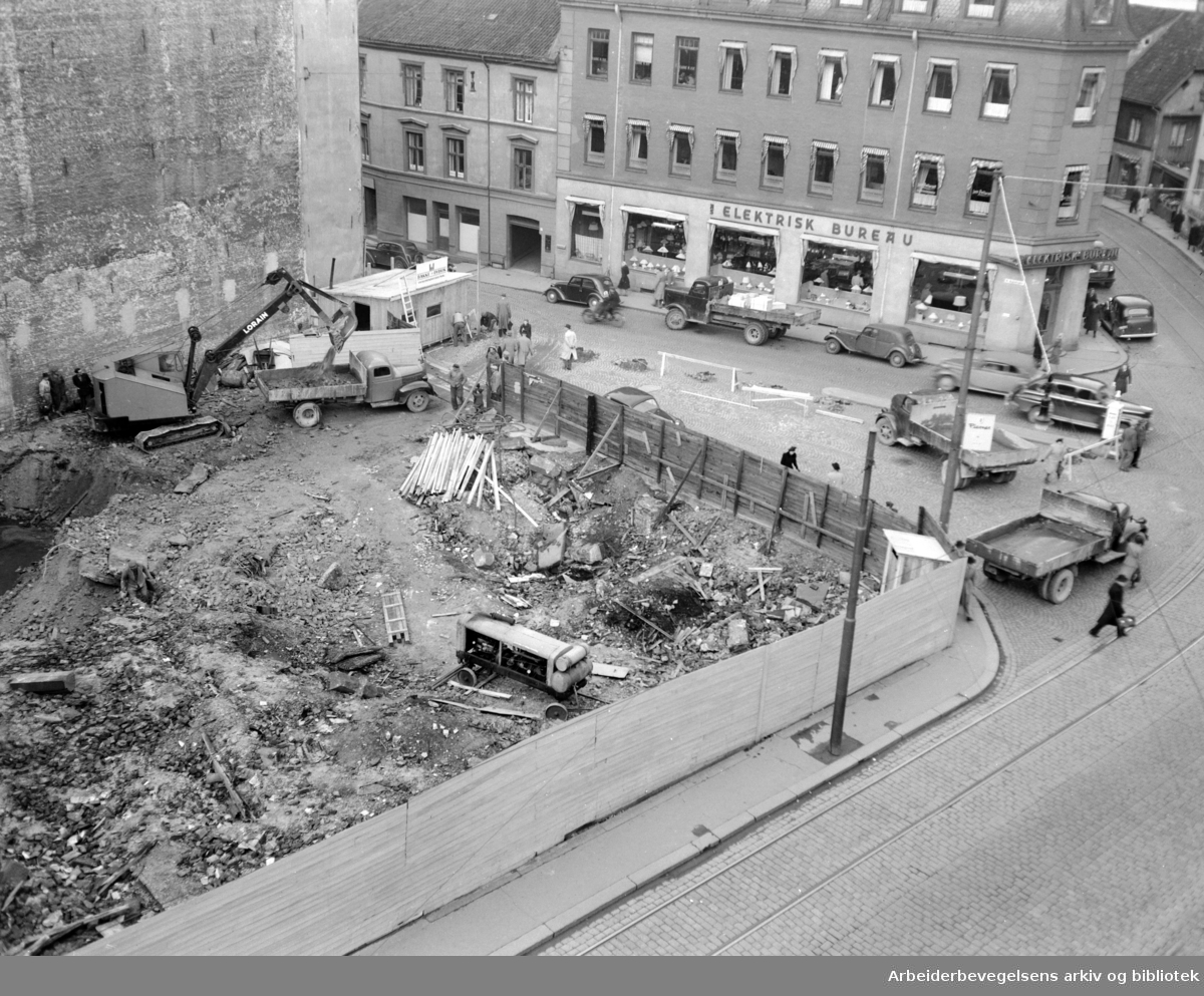 Stefanhotellet skal bygges.Tomta graves ut. Oktober 1949