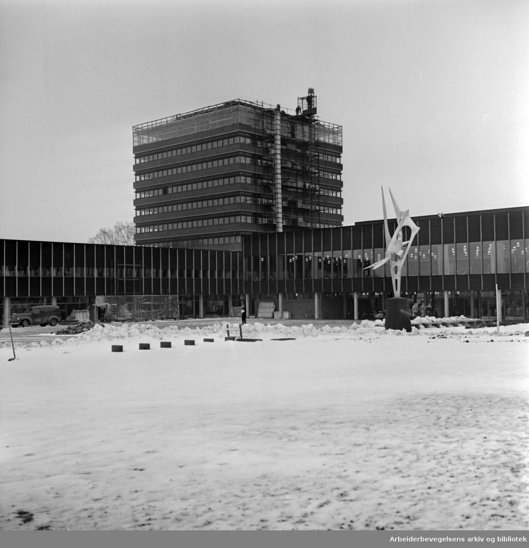 Universitetet på Blindern. Innflytting i administrasjonsbygget. Desember 1963