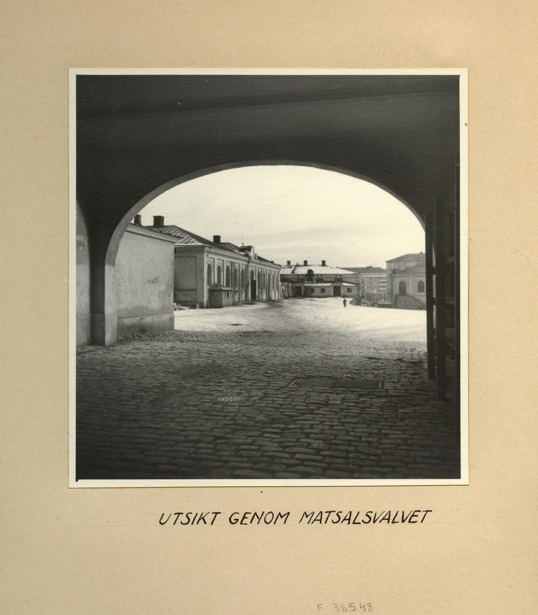 Utsikt genom matsalsvalvet, Svea artilleriregemente A 1, våren 1947.