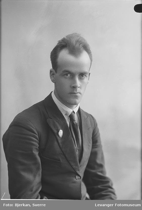 Portrett av E Johannessen fornavn ukjent