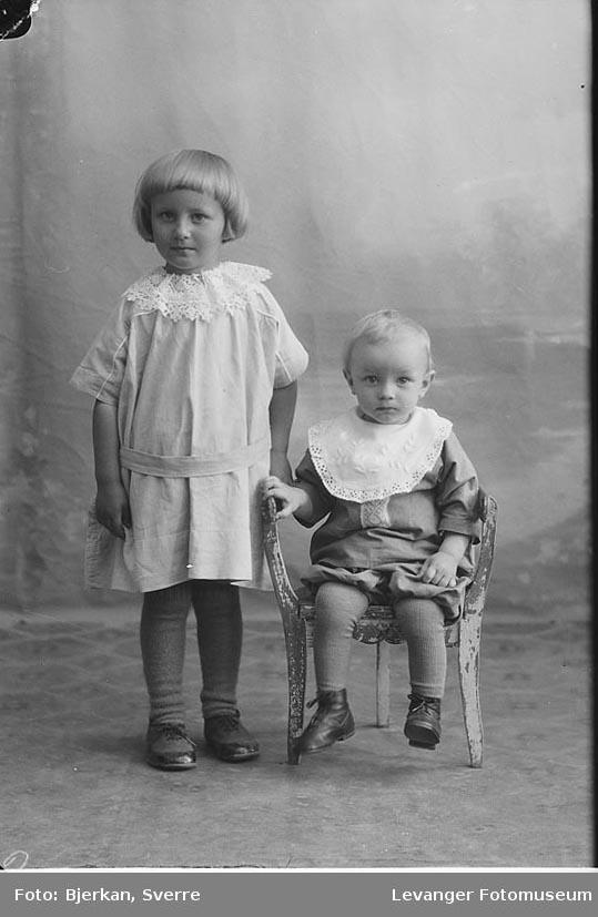 Portrett av jente og en gutt. Jenta heter Hjørdis Skauge