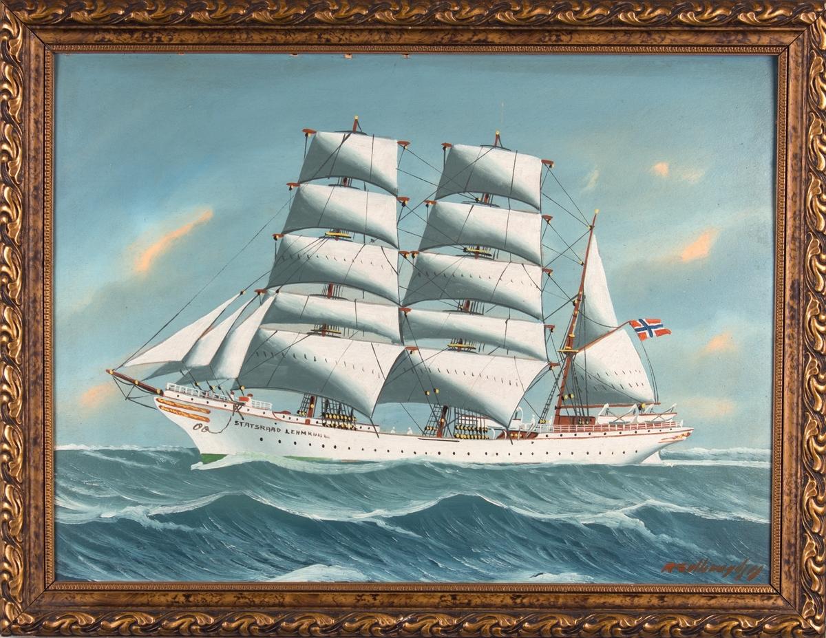 Skipsportrett av bark STATSRAAD LEHMKUHL under fart med full seilføring i åpen sjø. Fører norsk flagg fra mesanmasten.