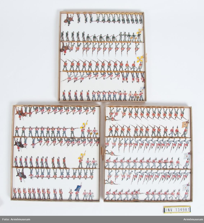 Infanteri och jägare från Storbritannien från Napoleonkrigen. Tre lådor med figurer. Fabriksmålade.