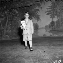 Vårens mode 1951 visades upp på Vivansborg i Timrå. På först