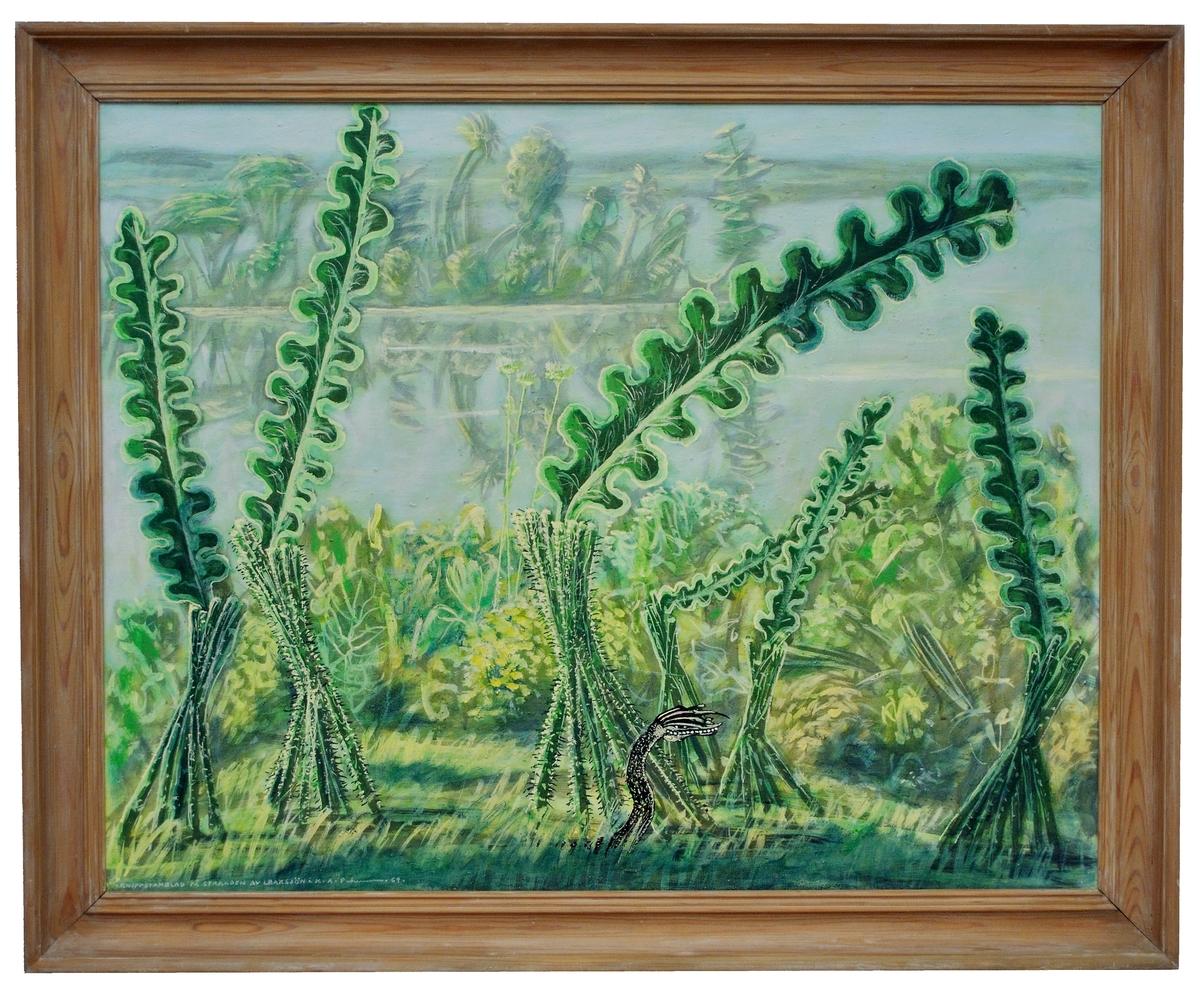 """Målning av Karl Axel Pehrson """"Knippstamblad på stranden av Lraksjön"""". Signerad med titel och namn 1969. Ett urtidslandskap med jättelika ormbunksväxter; i förgrunden ett bepansrat ödle- eller ormhuvud."""