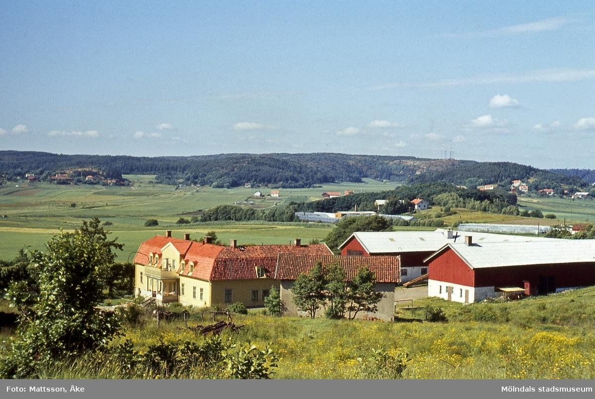 Bebyggelse på Lunnagården i Balltorp, Mölndal, på 1960-talet. Vy från sydväst.
