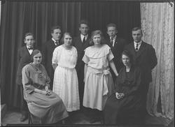 Gruppebilde av 4 kvinner og femm menn forening eller skole.
