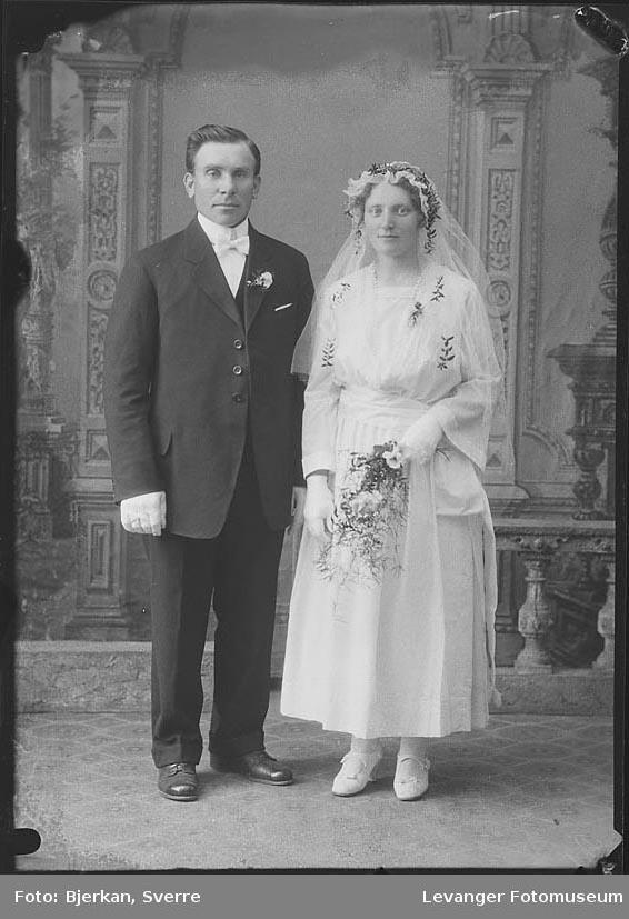 Portrett av et brudepar. Mannen heter Jahn Edvartsen