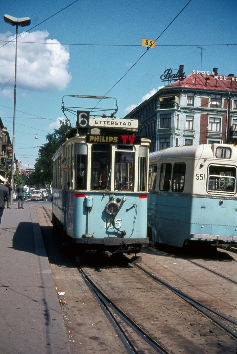 Sporvogn 105 første tur siste driftsdag rute 6. Majorstuen. Dette var også siste dag de klassiske toakslede Kristiania-trikkene gikk i ordinær rutetrafikk i Oslo.