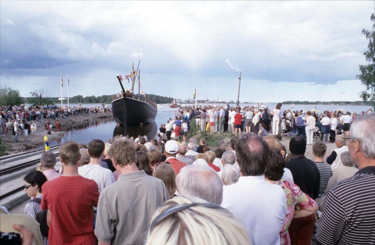 Sjösättning av Briggen Gerda Gefle år 2000.
