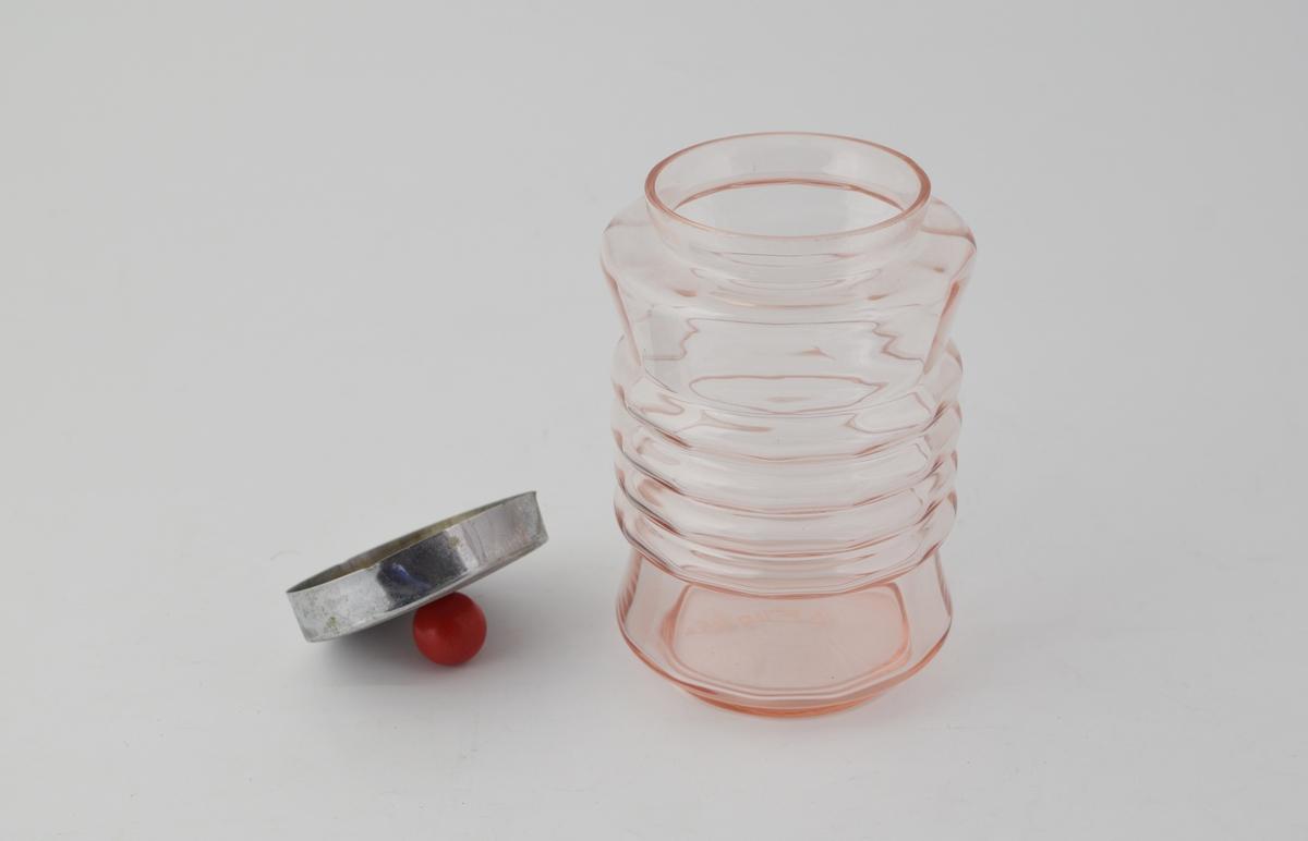 Glass med sirkulært tverrsnitt, 12-kantet innside, konkav profil med 4 uthevede belter på midten.